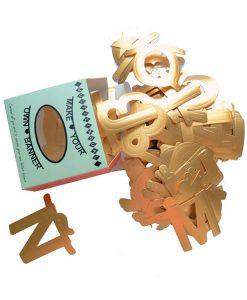 DIY Buchstabengirlande gold auf www.mina-lola.com von Omm Design