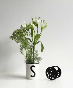Blumenhalter Schwarz Design Letters auf mina-lola.com