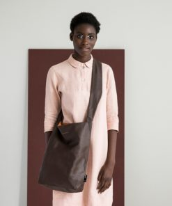 Feel Good Bag Dark Brown auf mina-lola.com von Tinne & Mia