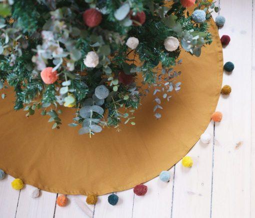 Pompom Weihnachtsbaumdecke auf www.mina-lola.com von Fabelab
