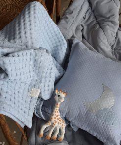 Decke Ava Blau-Grau auf www.mina-lola.com von Lilli-Marleen