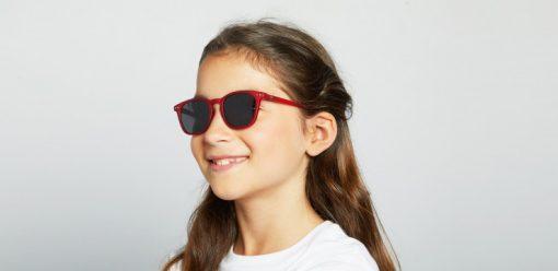 #E Junior Red Crystal von Izipizi auf https://mina-lola.com